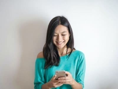 How To Start A Conversation With A Guy Over Text - Lead with confidence!